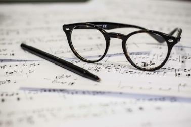 eyeglasses-1209707.jpg